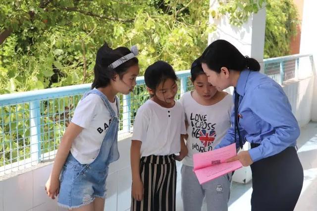 文宏:做孩子心中辛勤普法的小园丁