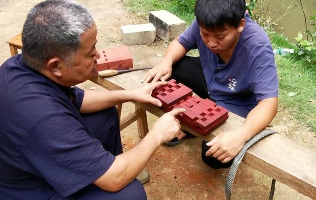 """""""老年版李子柒"""":什么网红不网红的,我就是个木匠"""