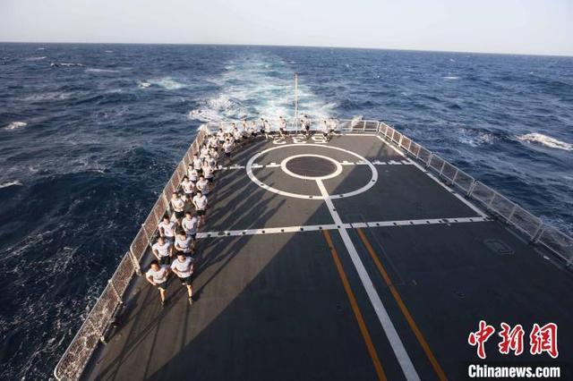【运动,亦是战斗力——海军第35批护航编队开展群众性体能训练侧记】图2