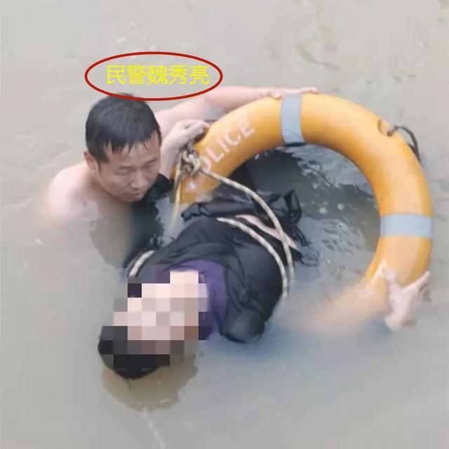 救人牺牲跳河自杀警察