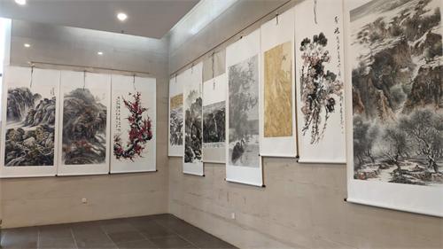 """龙城区""""奋斗新时代展龙城风彩""""主题书画展在尚志纪念馆展出"""