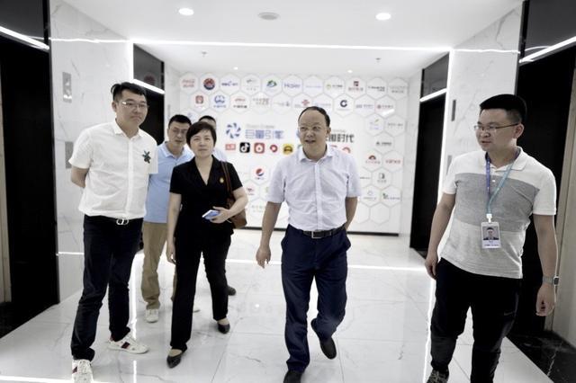 贵州省工信厅副厅长汪家强领导一行到贵州qy8千赢国际娱乐时代参观交流