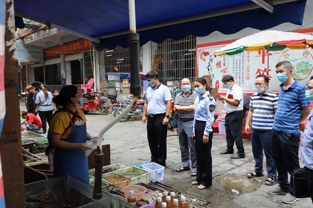 凌云县领导带队开展疫情期间食品安全检查