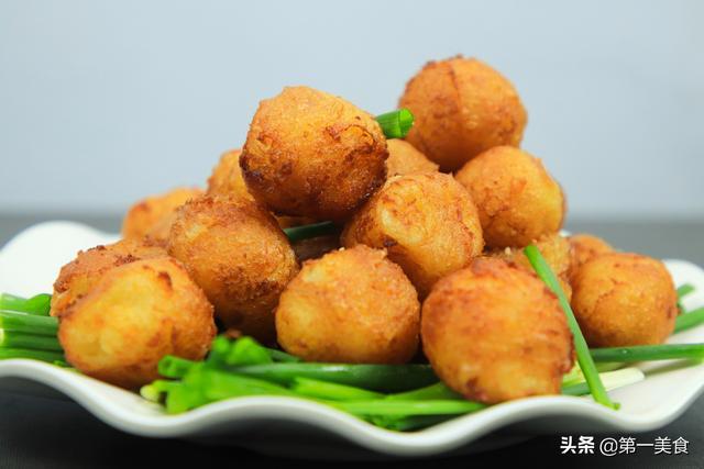 炸土豆丸子,万万别加水拌馅,这样做丸子外酥里嫩,比薯条还香