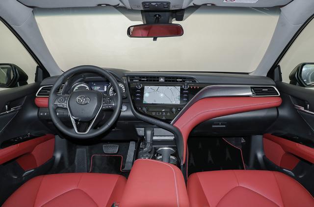 新版凯美瑞,搭配2.0L动力+CVT变速箱,百公里油耗仅需5.5升