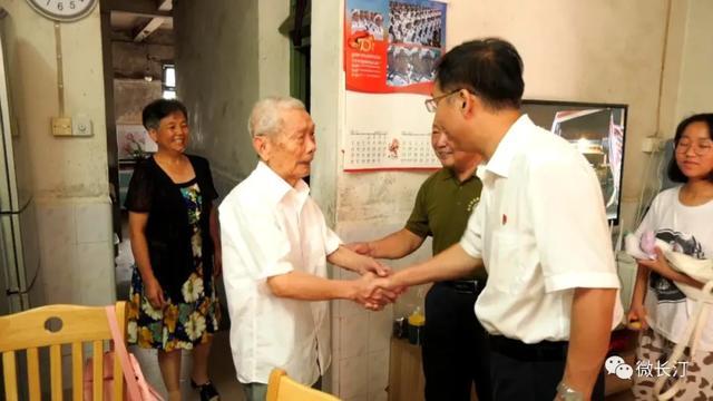 长汀县组织走访慰问中国人民解放军闽粤赣边纵老同志
