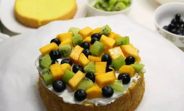 水果生日蛋糕怎么做_水果生日蛋糕的做法_豆果美食