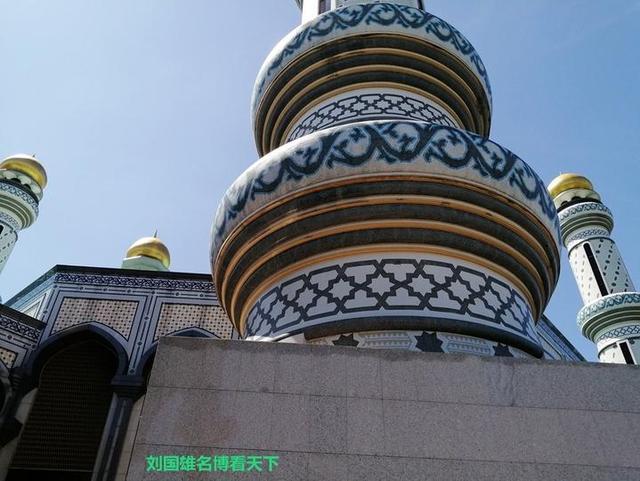 精妙绝伦、富丽堂皇,杰米清真寺不愧是国王出资建的(文莱游14)