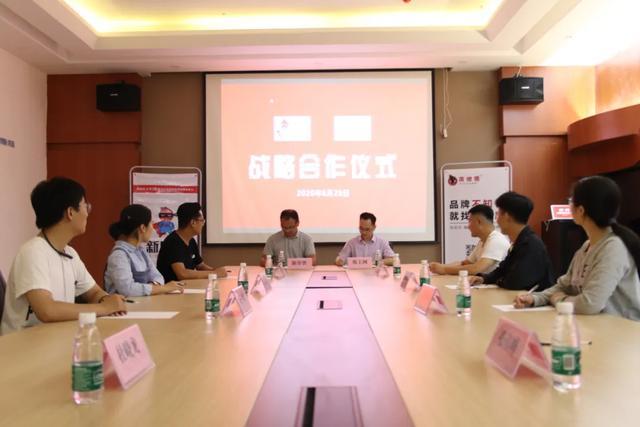 新房侠 · 荥阳站与郑上网签订战略合作协议