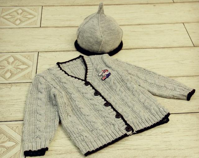 帅气的小男孩V领开衫,特别文艺范儿,附编织教程与图解
