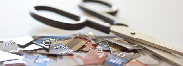 该不该办理信用卡?信用卡的利与弊简析
