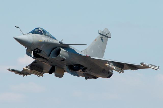 印度人瞎吹阵风战机有多强大?美国人:歼-20领先阵风至少几十年