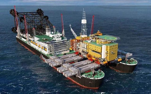 亚洲首艘110万吨巨无霸,耗时3年横空出世,能抵10艘福特航母