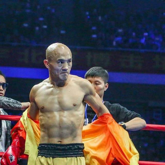 武僧一龙与拳王泰森若是跨界一战,谁能更胜一筹呢?