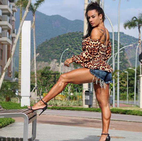 35岁健身女一身肌肉,体重140斤,再忙也别忘了投资自己