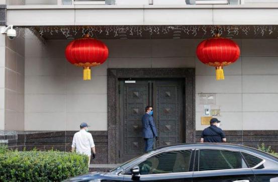 中国已不是20年前了!美国拒绝承诺关闭总领馆,白宫发言人遭灵魂拷问