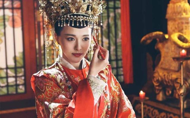 下属的一个行为让此人带孩子嫁给皇帝,还得一世宠爱