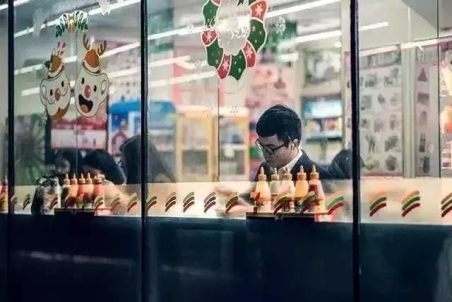 郑州的24小时便利店,在深夜拯救空虚寂寞的你