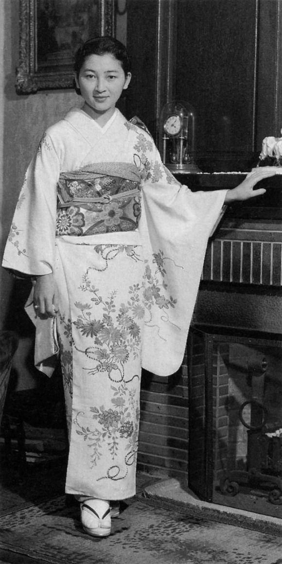 明仁天皇退位后,皇后美智子要改称皇太后吗?