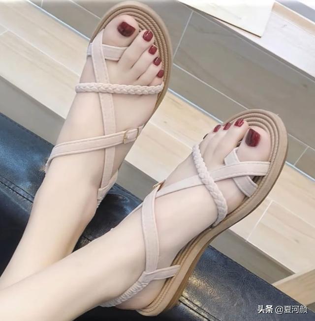 令人一见钟情的夏季凉鞋,办公室女职员的最爱,哪款是你的菜?