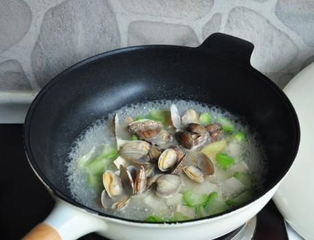 消暑解馋 蛤蜊丝瓜汤 少油多汁 口味甘甜