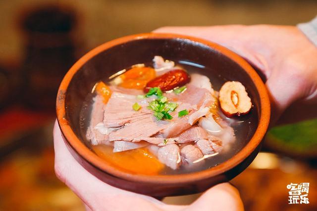 铜锅清汤羊肉火锅图片