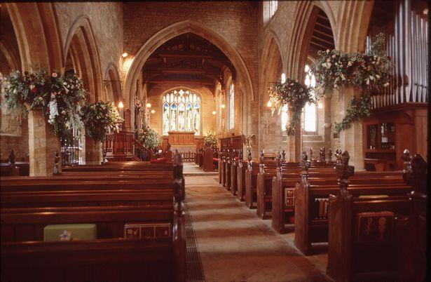 戴安娜王妃疑被转移到秘密墓穴,摄影师拍到神秘幽灵在祭坛前祈祷