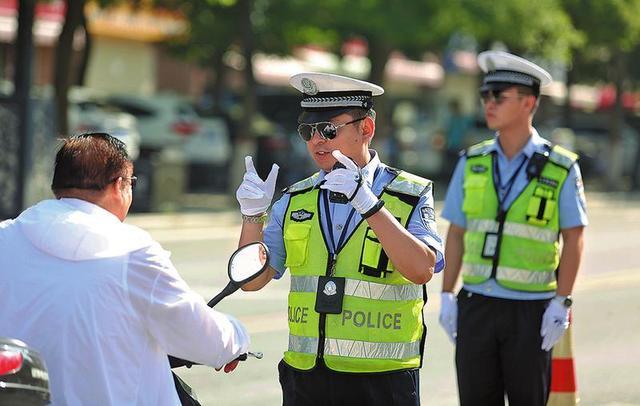 创建文明城市 渭南公安交警在行动