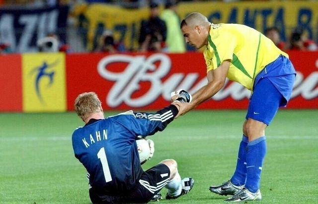 大罗有多强?14岁踢联赛,百米速度10秒4,20岁成为世界足球先生