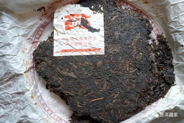 普洱名茶欣赏:大益2005年501乌金号、2006年五彩孔雀
