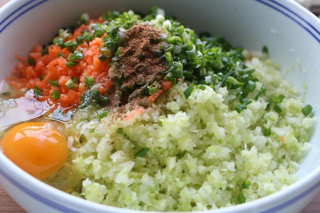 包菜新吃法,不加油不加水,蒸一蒸8分鐘搞定,比大魚大肉還美味
