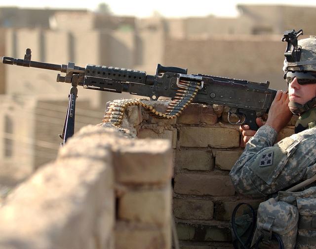 二战时期,美军轻机枪的败笔,开火半小时射速直降50%