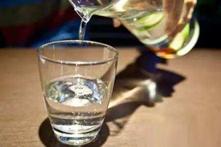 什么時候喝水最好?這可能是公認的,最佳喝水的時間表!