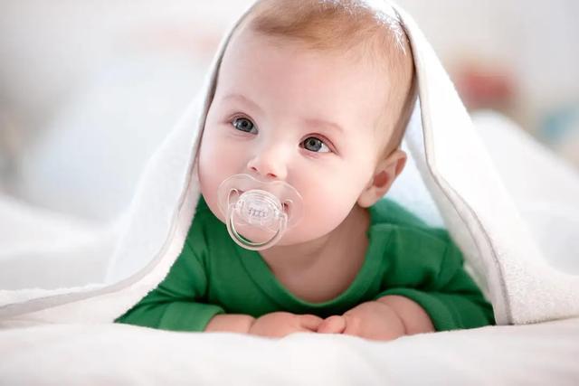 哺乳期宝妈发烧了还能喂奶吗?能吃药吗?答案都在这