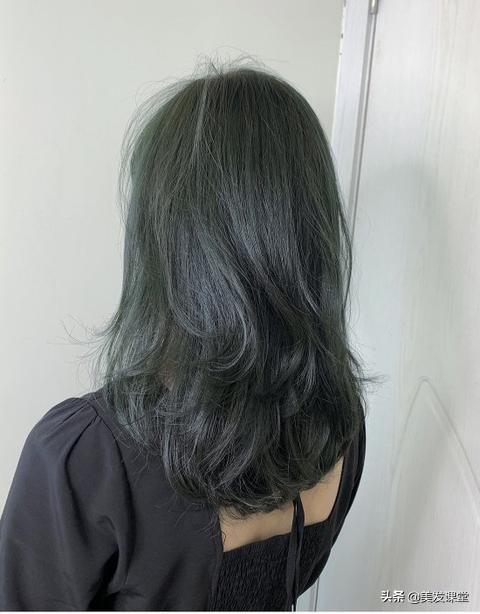 染个漂亮的青墨茶发色,比闷青色低调,比黑茶色更时尚