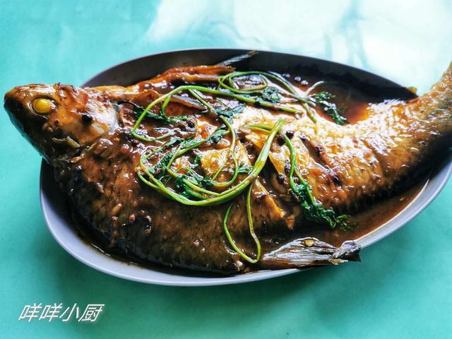 家常红烧鳊鱼咸甜适口,怎么烧不粘锅,详细方法分享给大家