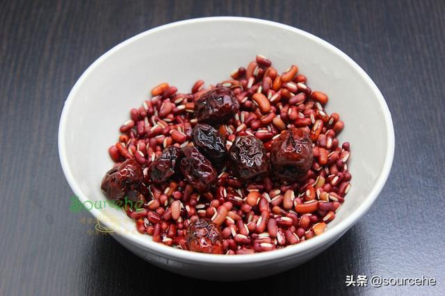三伏天煮红豆粥时多加这2种食材,解暑解渴又暖胃,女人要多吃