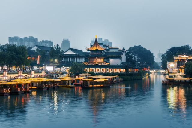 秦淮河违建餐厅酒吧9人被处理,为何6年拆不掉?