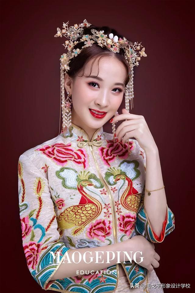 简单中式新娘发型教程 中式新娘发型简单大方_冠华居手机版