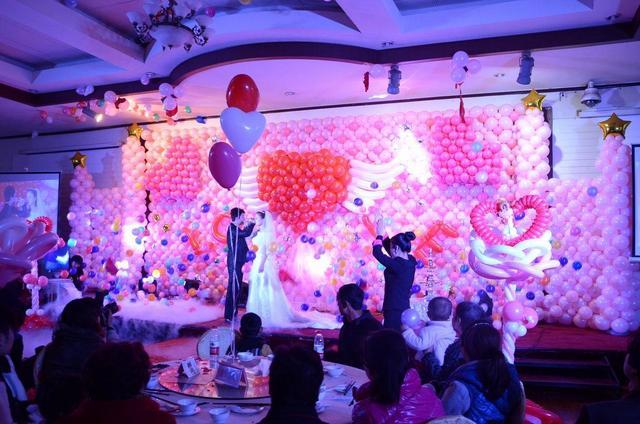婚房床上气球布置图片