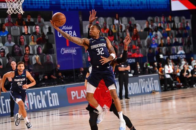 飆8顆三分轟31分,他披著Iverson的皮膚,打出了Curry般的神奇表現!(影)