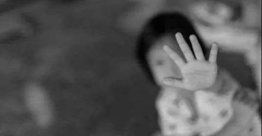 性侵案女孩母亲称女儿被威胁怎么回事 鲍毓明性侵养女案始末最新进展