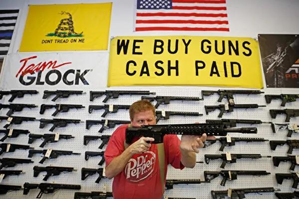 疫情爆发后不去买口罩!美枪支销量飙升9成,美国还安全吗?