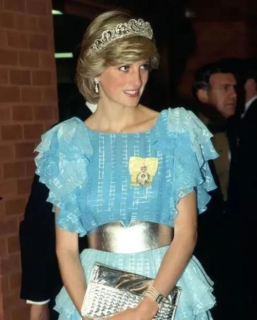 年轻时的戴安娜王妃、卡米拉有多美?一组老照片见证玄机