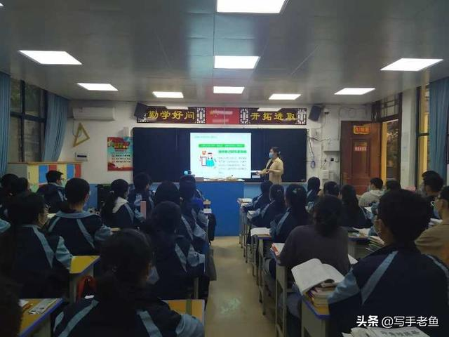 老君台中学召开九年级毕业班心理健康教育主题