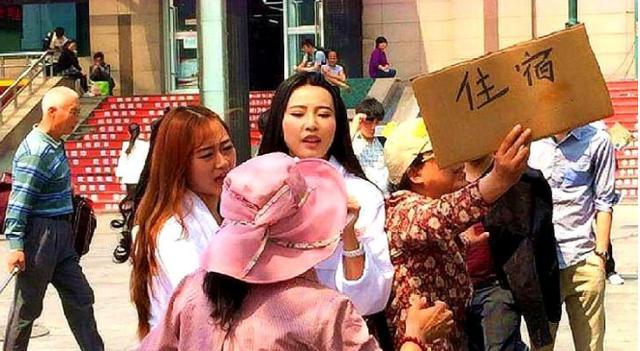 义乌火车站出站口图片
