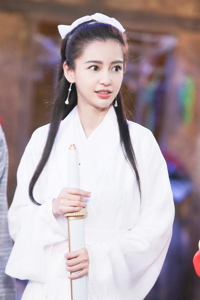 baby小龙女造型曝光后,于正发文狂吹彩虹屁,陈妍希粉丝怒了