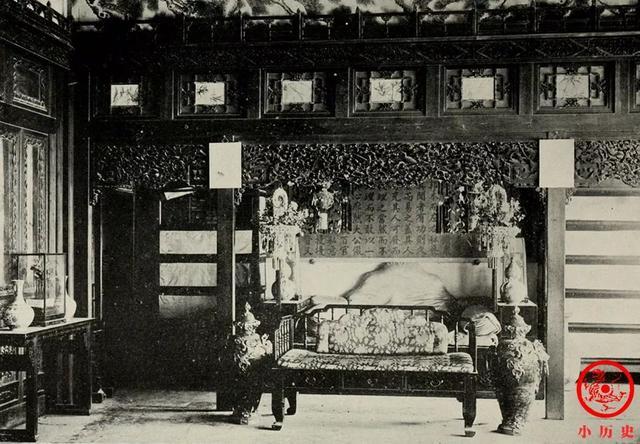 清末老照片:遭遇劫难的紫禁城,金銮殿前长满荒草