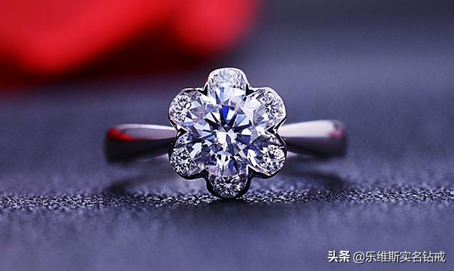 钻石戒指图片礼盒