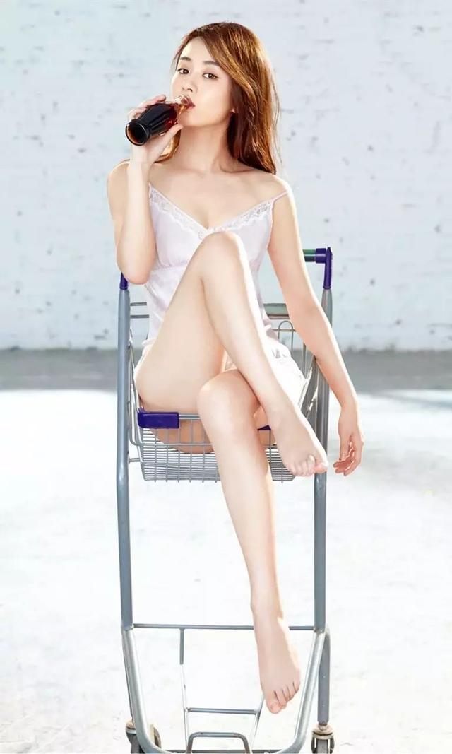 手机壁纸:赵丽颖男人装性感写真图片